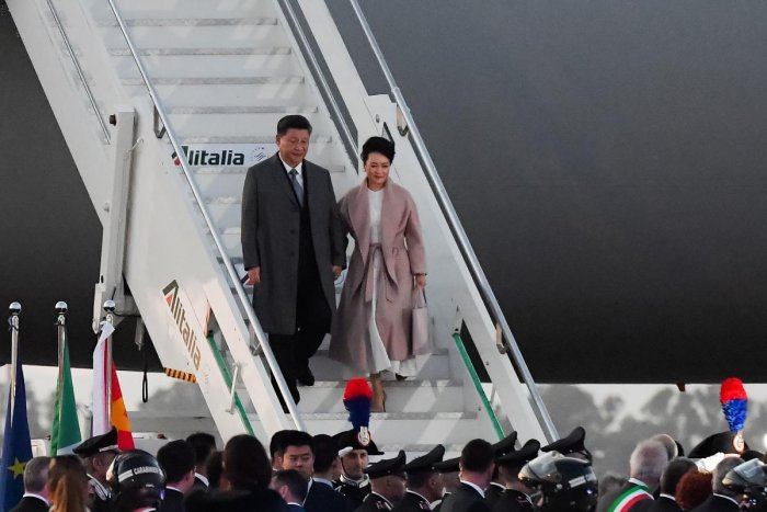 China's President Xi Jinping (L) and his wife Peng Liyuan get down their plane after landing at Rome's Fiumicino airport for a two-day visit in Italy. AFP