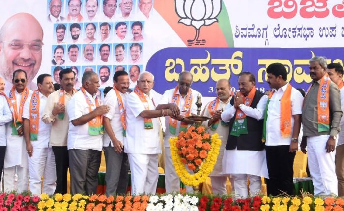 The BJP MLAs are leaving no stone unturned to ensure Raghavendra gets a lion's share of votes in their respective constituencies. DH photo.