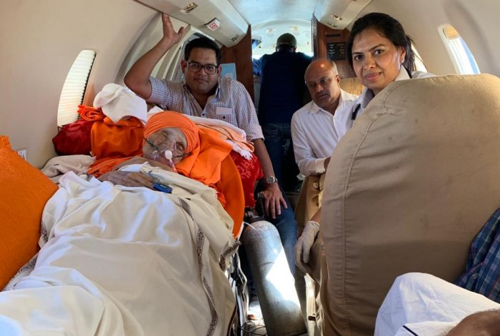 111-year-old senior pontiff of the Siddaganga Mutt seer Shivakumara Swami airlifted to Chennai from HAL airport in an air ambulance for further treatment. (DH Photo)