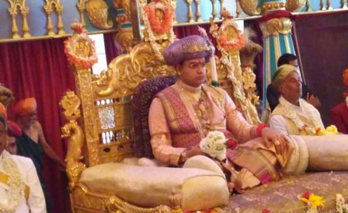 Yaduveer ascends the golden throne. (DH photo)