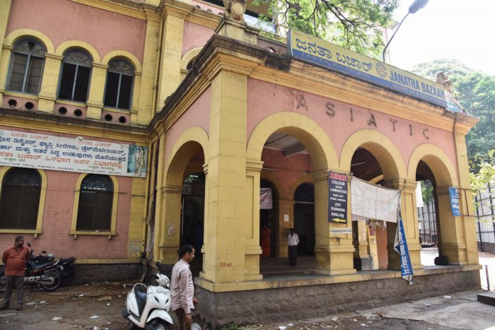 The Karnataka HC has stayed the demolition of the 83-year-old Asiatic Building housing the Janatha Bazaar on KG Road.