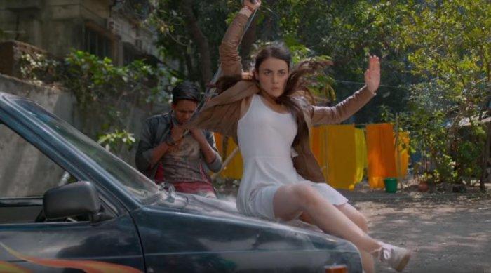 A scene from Mard Ko Dard Nahi Hota.
