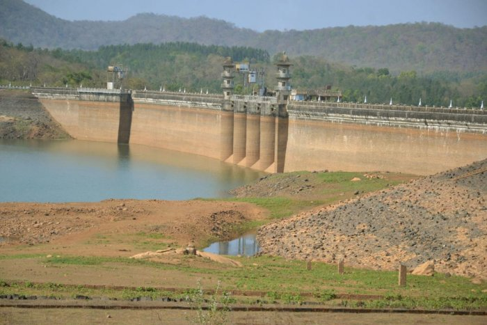 The water level in Harangi reservoir has declined drastically.