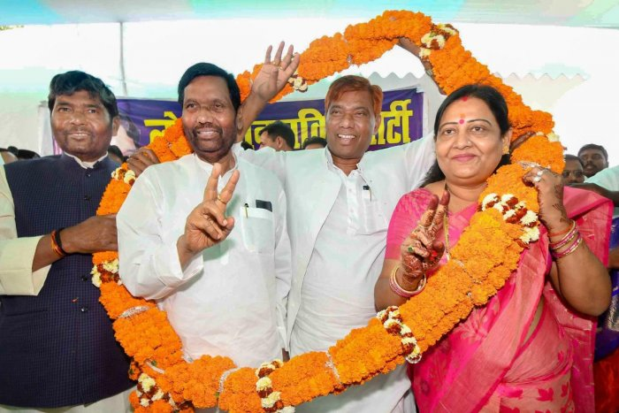 Patna: Lok Janshakti Party Hajipur candidate Pashupati Paras, Samastipur candidate Ramchandra Paswan and BJP's former MLA and Vaishali candidate Veena Devi wear garland with party Chief Ram Vilas Paswan during a press conference, in Patna, Saturday, March 23, 2019. (PTI Photo)