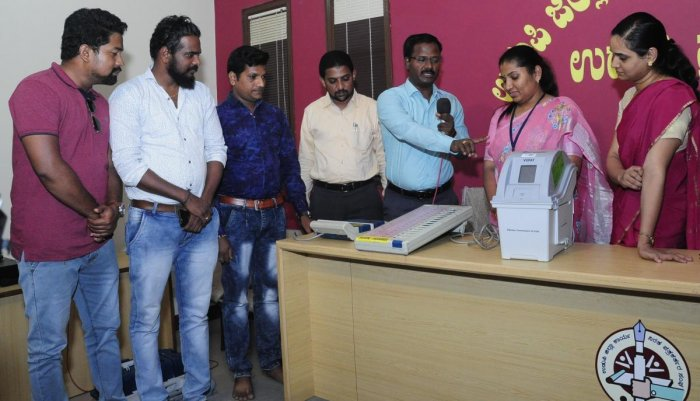 Deputy Commissioner Hephsiba Rani Korlapati observes demonstration of EVM and VVPAT at the office of Journalists' Association in Udupi on Saturday.