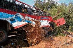 8 killed as bus rams tree in Chitradurga
