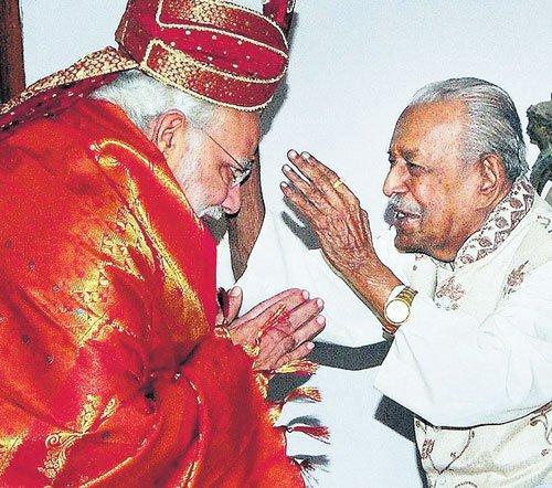 Modi in Kerala for Amma's 60th birthday