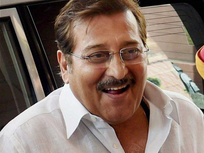 'Baahubali' team cancels premiere as mark of respect to Vinod Khanna