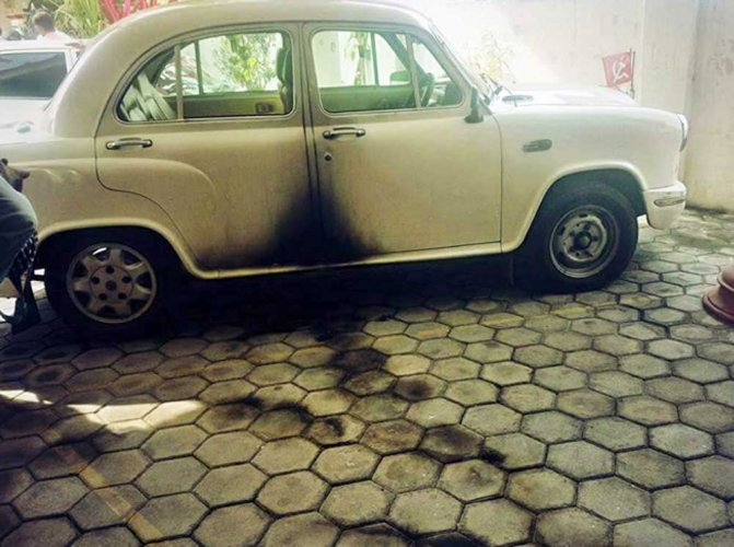 Petrol bomb burled at CPI (M) headquarters in TN