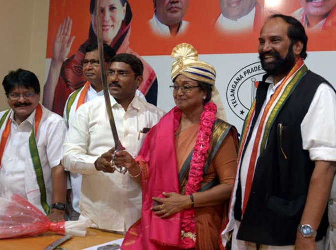 Meira fails to enlist KCR and AIMIM's support on her Hyderabad visit