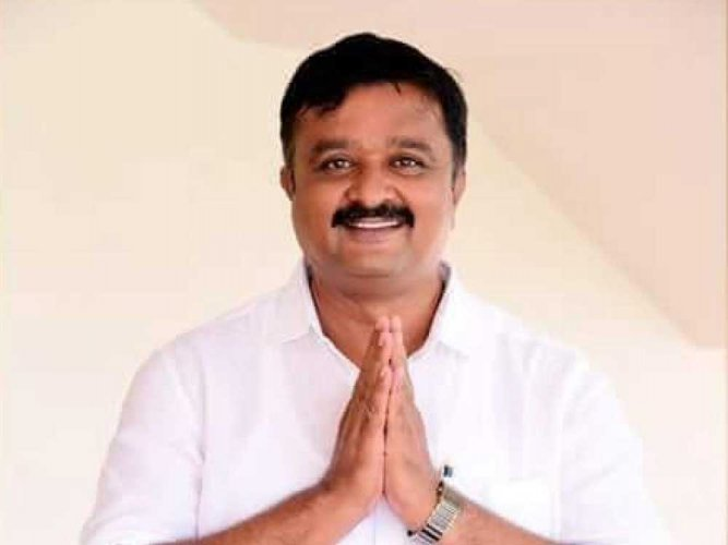 BJP's official candidate L Chandrashekar from Ramanagara announced that he was quitting the party and withdrawing from the November 3 contest. DH file photo