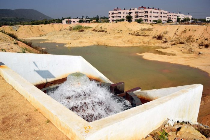 Water from Tungabhadra dam helps fill the tank constructed on the premises of the Karnataka State Reserve Police Training Centre near Koppal. dh photo
