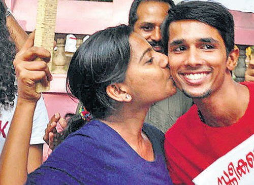 Protests, police take the fizz out of Kochi's 'Kiss of Love'