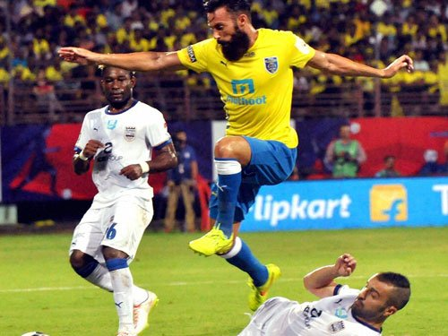 Kerala Blasters hold Mumbai City FC to a goalless draw
