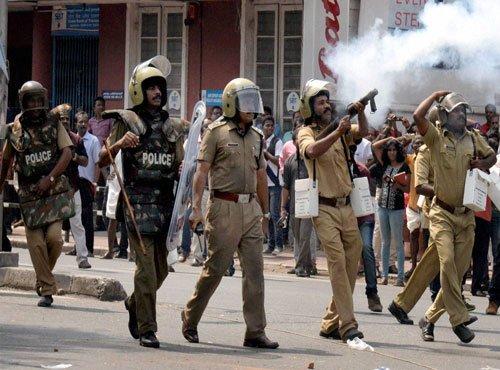 Solar scam: Protests rage in Kerala demanding CM's resignation