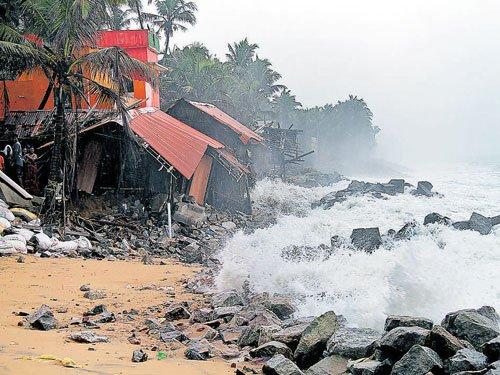 Heavy rain batters Kerala, TN coast