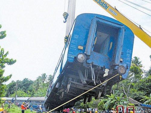 M'luru-bound train derails near Kochi