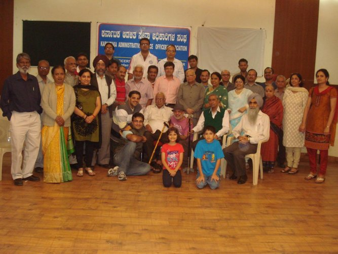 The RMIM Meet in December 2011. Lyricist Naqsh Lyallpuri (seated in centre, with stick) was the chief guest.