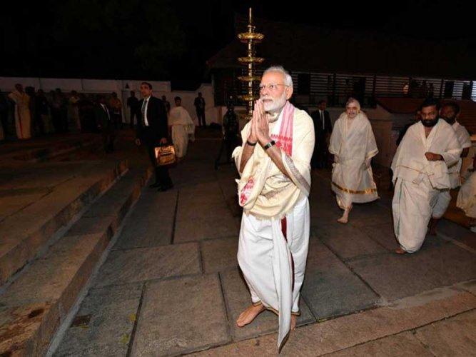 Prime Minister paying darshan at Sree Padmanabha Swamy Temple, Thiruvananthapuram. DH photo