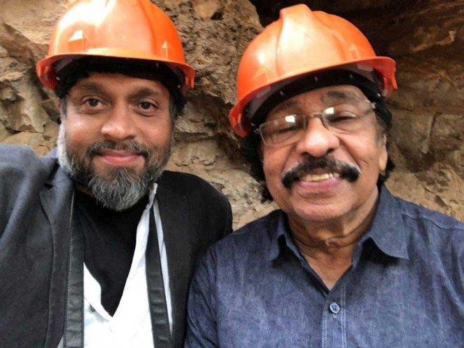 Kochi-Muziris Biennale co-founder Riyas Komu (L) with poet K. Satchidanandan. (Photo source: Facebook/Riyas Komu)