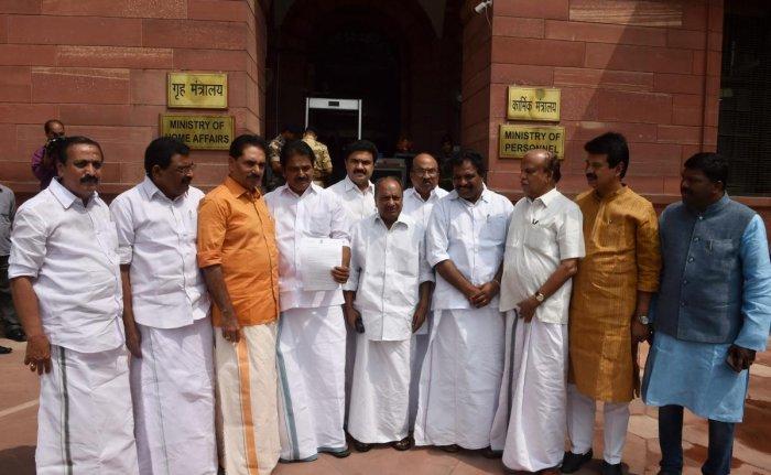 Kerala Floods: all-party delegation meets Rajnath | Deccan