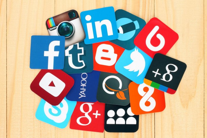 Social media platforms, search engines, messaging apps, aggregators and email are routes through which most Indian users discover news online.