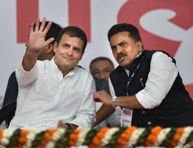 Congress president Rahul Gandhi and Mumbai Congress president Sanjay Nirupam at a rally in Mumbai on March 1, 2019. PTI