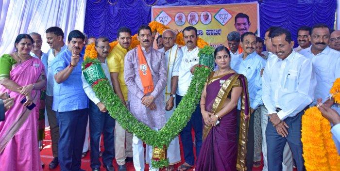 Dakshina Kannada MP Nalin Kumar Kateel is garlanded by BJP workers at party Election Office, near Bunts Hostel, Mangaluru on Monday.