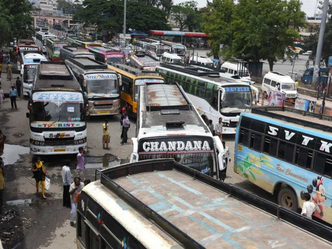 An experiment by Electronics City Industrial Township Authority has shown that reliable and affordable public transport can convince people to put away private vehicles. DH file photo for representation