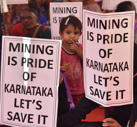 People protest at the Freedom Park on Tuesday, demanding the resumption of mining in Ballari and Chitradurga districts. DH PHOTO/B K JANARDHAN