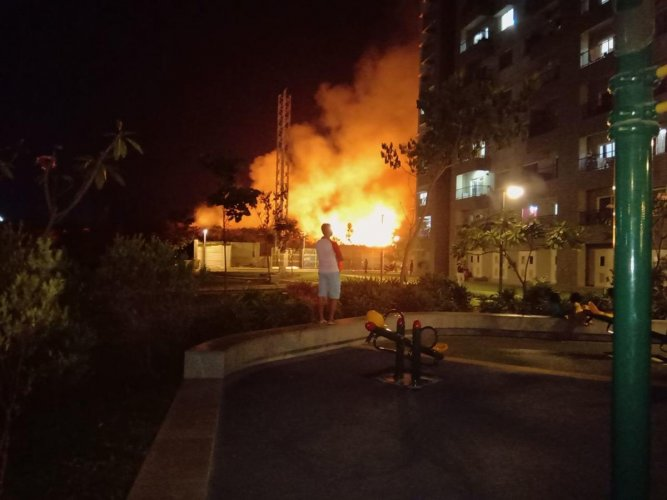 A massive fire engulfed a private land-turned-garbage dumping spot close to Varthur Lake in southeastern Bengaluru on Tuesday evening.