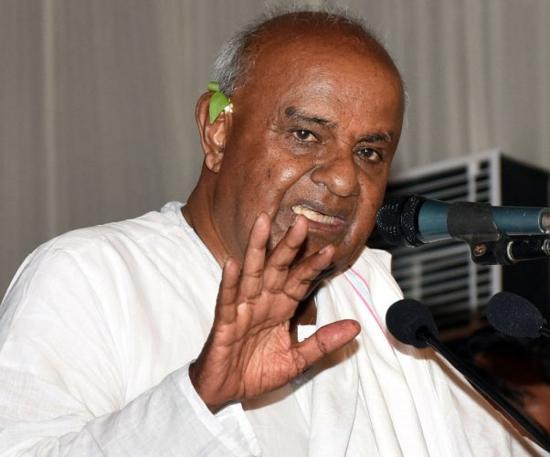Former prime minister Deve Gowda, for instance, has declared movable and immovable assets worth Rs 95.31 lakh. In contrast, movable assets of his wife Chennamma was Rs 1.23 cr and immovable assets were worth Rs 3.67 cr - totalling Rs 5 crore, which is five times more the assets owned by Gowda. (DH File Photo)