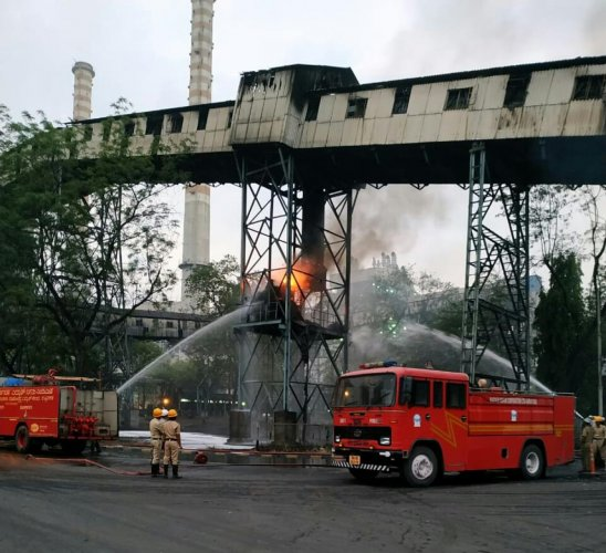 Fire and Emergency Services Department personnel extinguish the fire which broke out in a conveyor belt in the coal section of RTPS at Shakthinagar, Raichur. DH photo