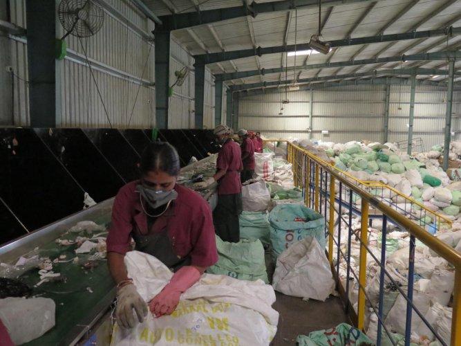 Women sort trash at the Saahas zero waste management facility at Jigani on March 27, 2019. DH PHOTO/AKHIL KADIDAL