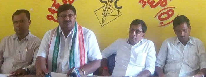 Congress-JD(S)-CPI District Coalition Committee president Dr D L Vijaykumar speaks during a press conference in Chikkamagaluru on Thursday. MLC S L Bojegowda, JD(S) district president Ranjan Ajith Kumar and CPI district convener H M Renukaradhya look on.