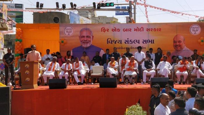 Shiv Sena President Uddhav Thackeray addresses BJP President Amit Shah's campaign rally in Ahmedabad on Saturday. DH photo