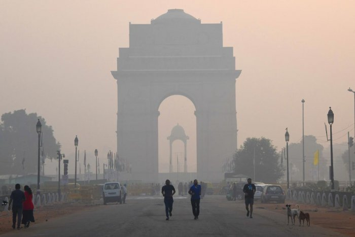 Delhi's smog peaks from October to February, routinely exceeding WHO recommendations for PM2.5 -- tiny and harmful airborne particles -- and some days registers levels more than 20 times safe limits. (AFP File Photo)