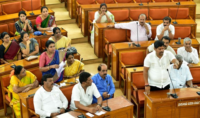 Corporators discuss the water crisis in the city during the BBMP council meeting on Saturday. DH PHOTO/ KRISHNAKUMAR P S