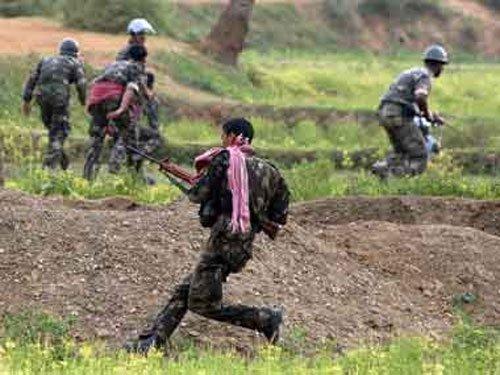 Violence hits Bihar on poll day, maoists kill two CRPF jawans