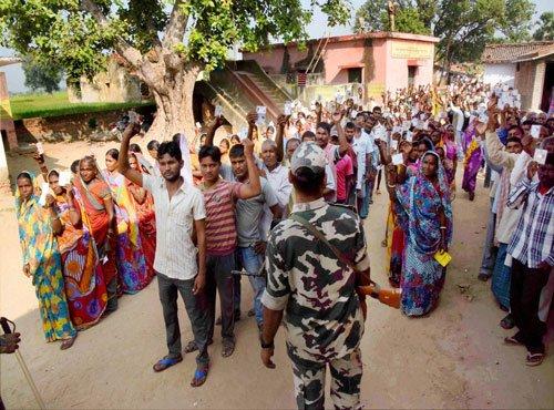 Defying Maoists, four million vote in Bihar