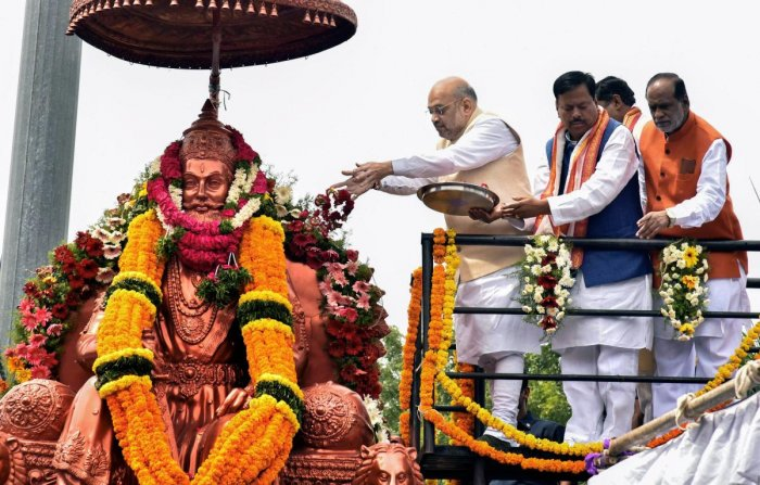 BJP President Amit Shah pays floral tributes to Maharaj Agrasen on the occasion of Maharaj Agrasen Jayanti in Hyderabad, on Wednesday. PTI