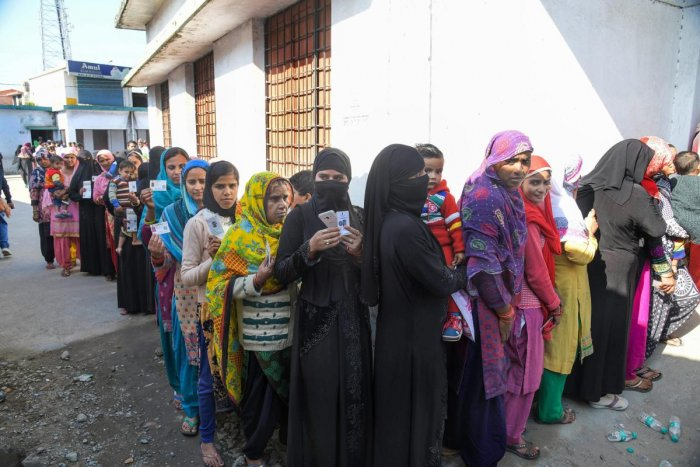 Dehradun: Muslim women stand in a long queue to cast their votes for local body elections in Dehradun, Sunday, Nov 18, 2018. (PTI Photo) (PTI11_18_2018_000102B)