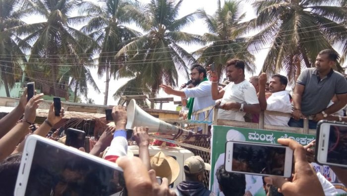 Darshan appealed to the people to vote for Sumalatha, recalling that Ambareesh had tendered his resignation to the Union Cabinet in 2008 to support the farmers of Mandya district. (DH Photo)