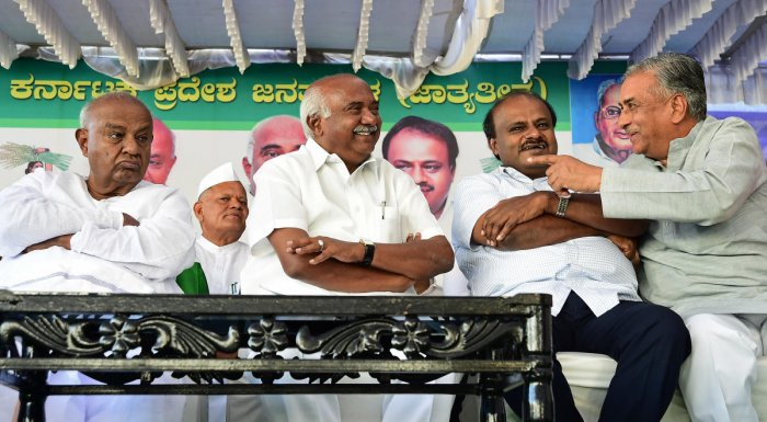 This includes JD(S) patriarch H D Deve Gowda and his grandsons Prajwal Revanna and Nikhil Kumaraswamy. (DH File Photo)