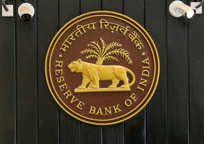 FILE PHOTO: The logo of Reserve Bank of India (RBI) inside its headquarters in Mumbai, India, February 7, 2019. REUTERS/Francis Mascarenhas/File Photo