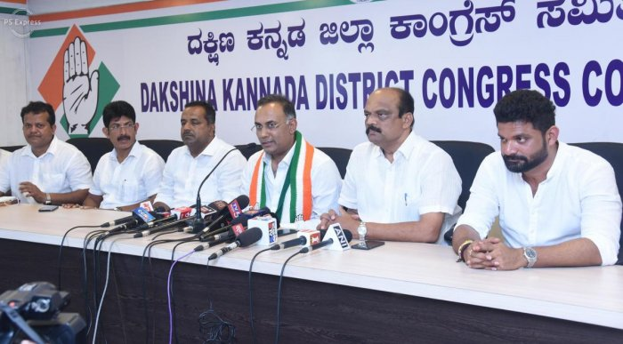 KPCC president Dinesh Gundu Rao addresses a press conference at the District Congress Committee office in Mangaluru on Tuesday.