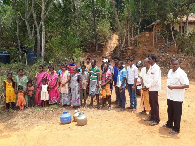 The residents of Bijala Colony in Olamogru Gram Panchayat in Puttur stage a protest on Tuesday.