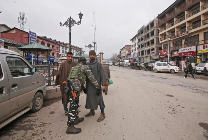 The decision of J&K government to halt movement of civilian traffic on Srinagar-Jammu national highway for two days a week to facilitate movement of forces for the upcoming parliamentary elections, evoked strong resentment in Kashmir on Thursday. PTI file photo