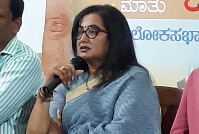 Sumalatha Ambareesh speaking at a meet the press at Press Club in Bengaluru on Thursday. (DH Photo)