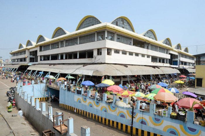KR Market sports a neater, cleaner look after being cleared of encroachments. DH PHOTO/SATISH BADIGER